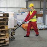 Treinamento ou instruções satisfatórias para trabalhador designado para o transporte manual regular de cargas, que não as leves