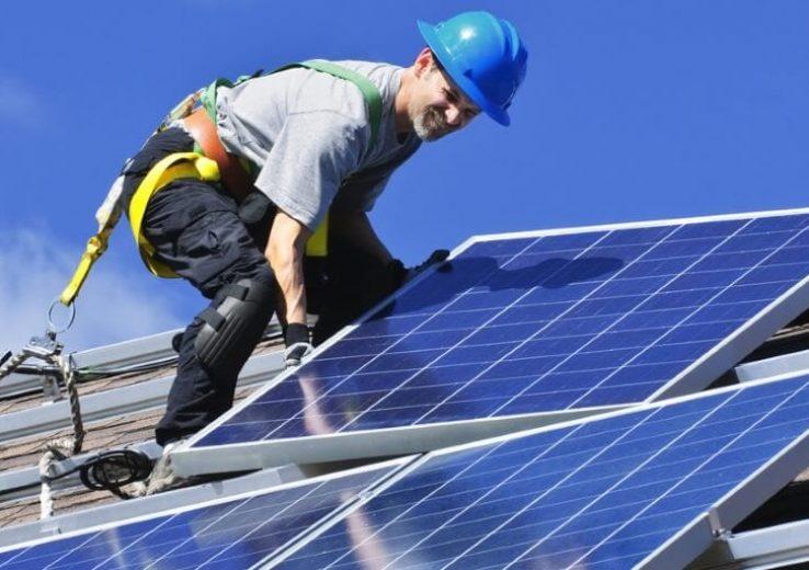 O que é Energia Solar é uma energia renovável obtida pela luz do sol.